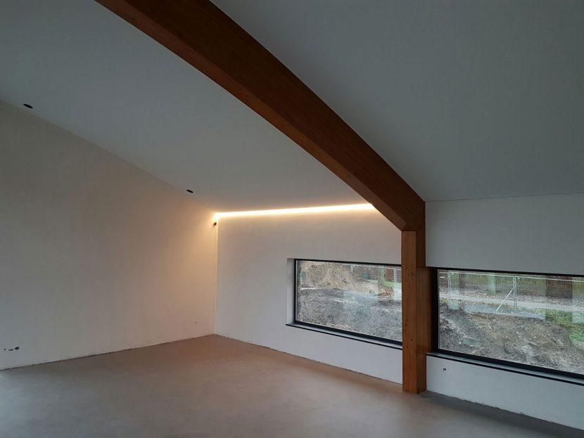 Indirecte verlichting in een koof in een woonhuis