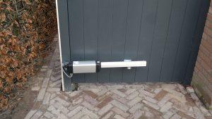 Poort met elektrische bediening voor toegang tot bedrijf