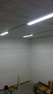 TL/ledverlichting in een bedrijfspand